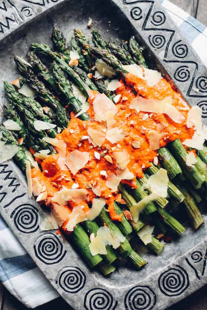 Grilled-asparagus-with-romesco-close