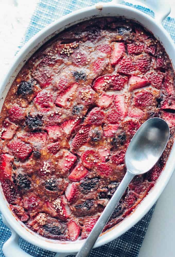 Berry Quinoa Breakfast Bake | Destination Delish – A wholesome and delightfully sweetened quinoa dish combining the comforting flavors of banana with juicy summer berries